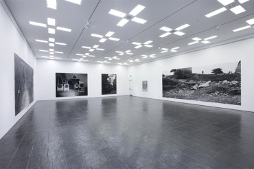 hannah-collins-installation-view-03