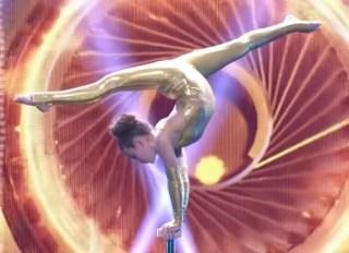 アメリカズ・ゴット・タレント.足で弓を弾く(ソフィー・ドッシー)の体の柔らかさ