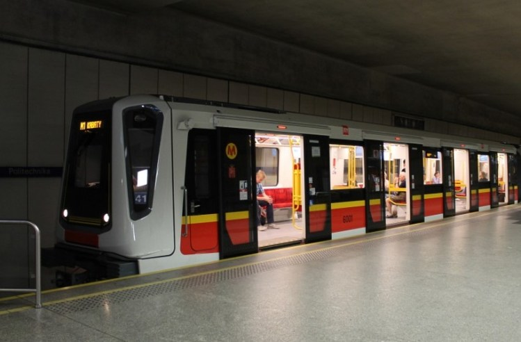 Siemens-Inspiro-train-in-Warsaw-metro