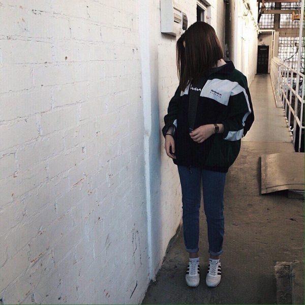 Фото девушки с длинными темными волосами без лица - подборка