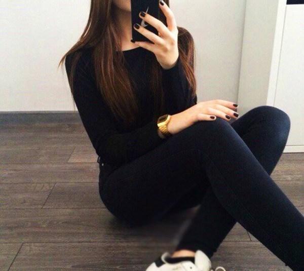 Девушка в зеркале с айфоном без лица на аву - фото