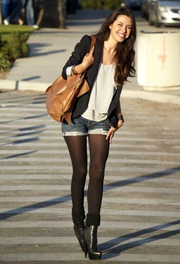 Красивые девушки в шортах и в колготках - фото