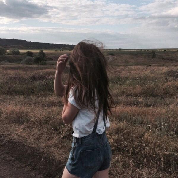 Фото девочек со спины на аву