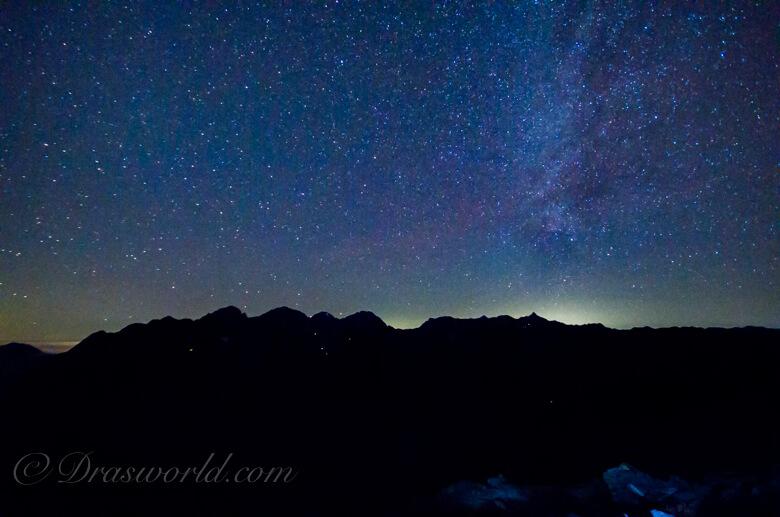 蝶ヶ岳から見る穂高連峰の星空
