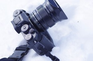 雪上撮影におけるミラーレス機の利点はサングラスをかけていても適正露出を得られること