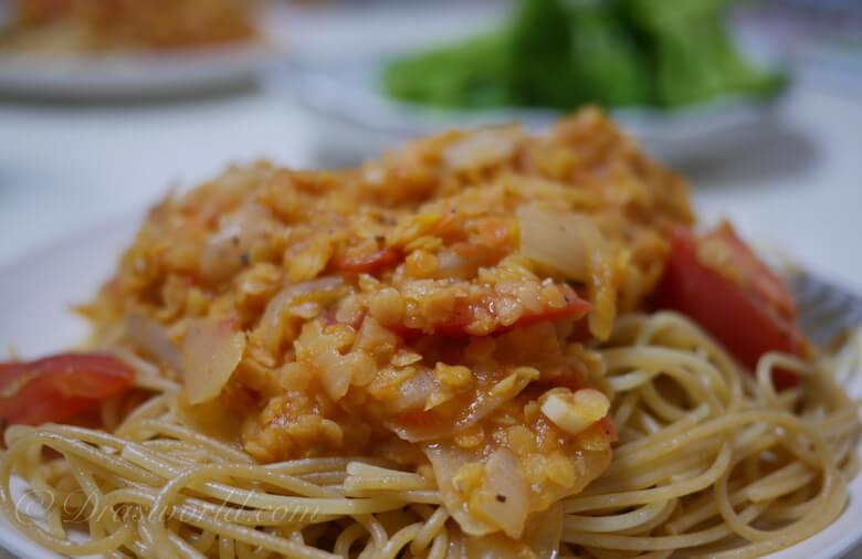 トマトとレンズ豆の煮込みパスタ