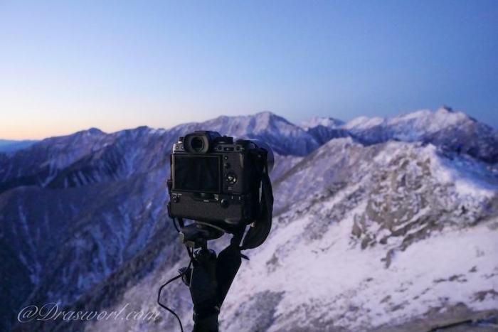 LUMIX GX8で撮影したX-T2と槍ヶ岳方面