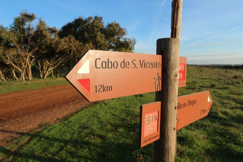 Wegweiser auf dem historischen weg der rota vicentina
