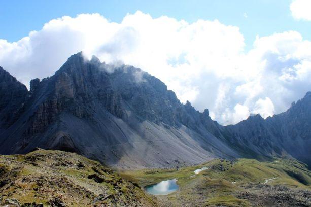Auf dem Stubaier Höhenweg trifft man auf viele kleine Bergseen