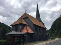 Die Fachwerkkirche in Sieber, eingedeckt mit Schiefer