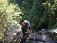 Abseilen am Wasserfall in San Gil (75 m!)