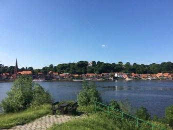 Blick auf Lauenburg vom Südufer der Elbe aus auf der Fahrradtour von Hamburg nach Dresden