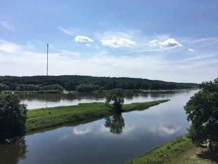 Blick über die Elbe bei Lenzen, gegenüberliegend der Funkmast Höhbeck