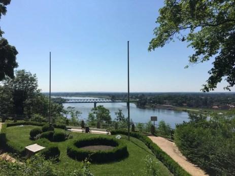Blick vom Lauenburger Schloss auf die Elbe und die Elbbrücke Lauenburg