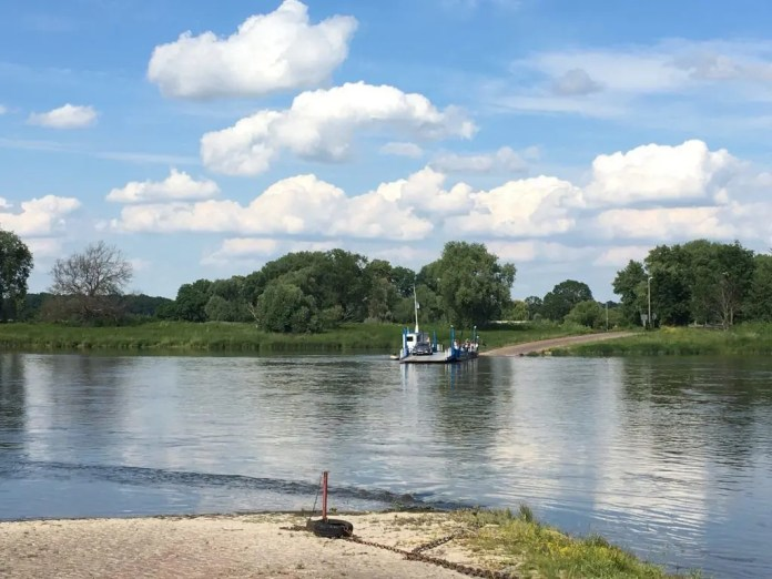 Die Gierseilfähre Barby über die Elbe