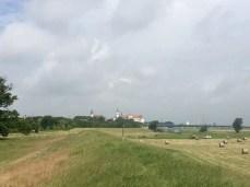 Fahrradtour von Torgau nach Riesa: Der Blick zurück nach Torgau an der Elbe