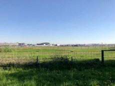 Blick vom Radweg auf den Hamburger Flughafen