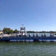 """Auf der """"Kleinen Brücke"""" in Wolgast mit Blick auf die Eisenbahnbrücke und die ehemalige Eisenbahnfähre"""