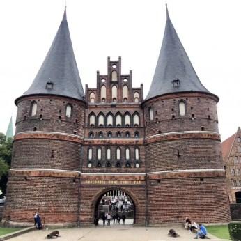 Das berühmte Holstentor in Lübeck - Wahrzeichen der alten Hansestadt