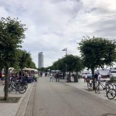 """Die Travepromenade in Travemünde - rechts die Viermastbark """"Passat"""""""