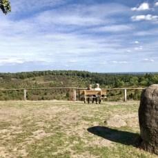 Gedenkstein am westlichen Aussichtspunkt zum Totengrund