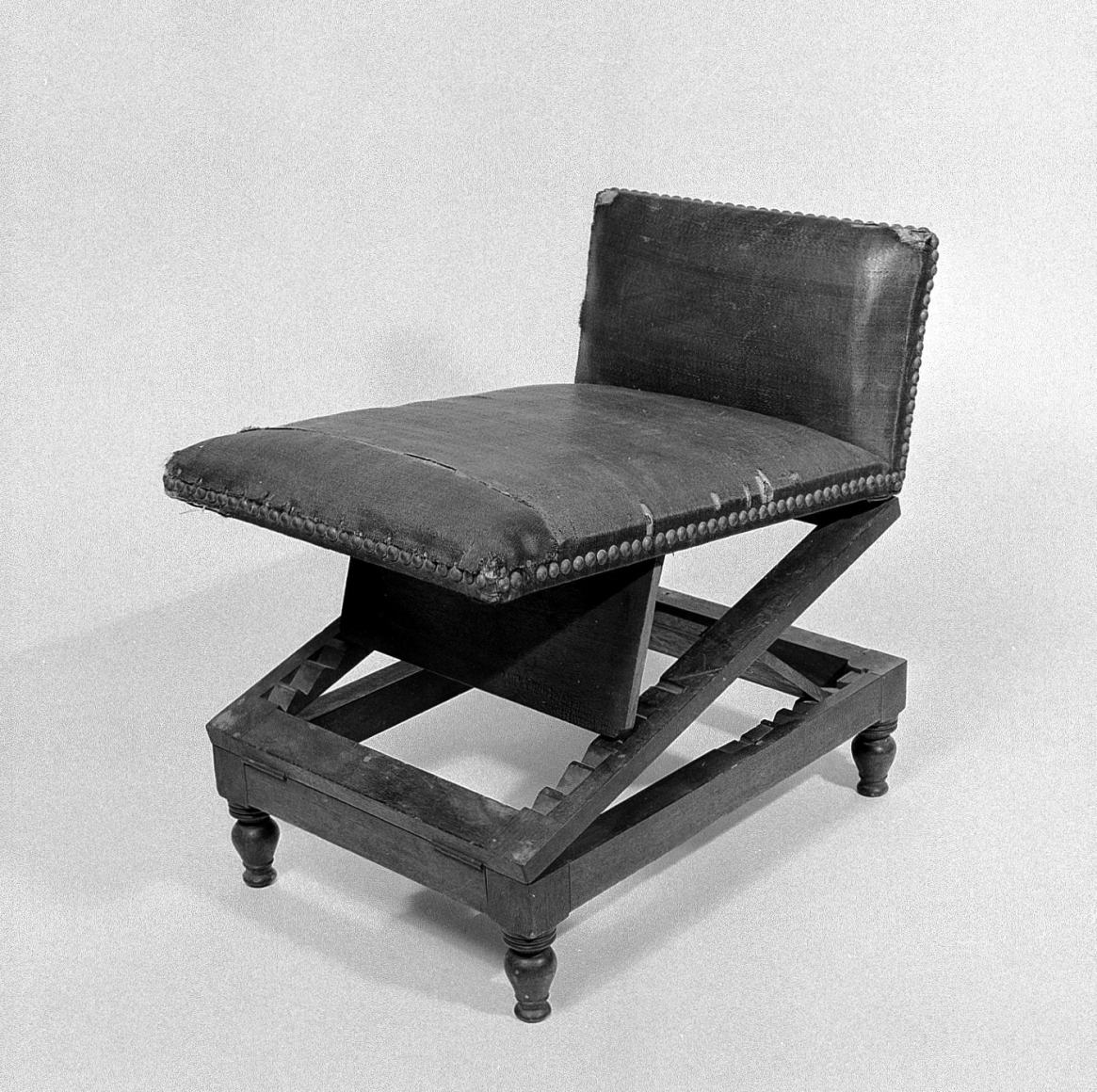 Gout Stool, Attributed to George Hepplewhite, undated, Wellcome Collection