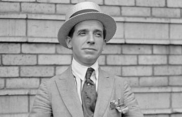 Charles Ponzi, inventeur de la première Pyramide de Ponzi