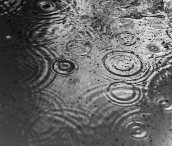 Raindrops_in_puddle-1024x875
