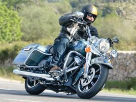 König der Straße: Harleys Road King im Fahrtest