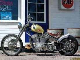 Den Scheinwerfer steuerte eine Honda bei, das Rücklicht und die Fußrasten lieferte Zero Engineering