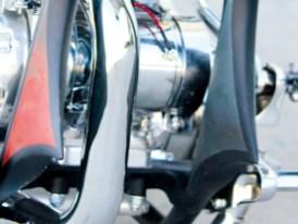 Die Unterzüge sind mit Blechen verkleidet. Der ULH-Motor ist komplett überarbeitet und bis zur letzten Schraube verchromt