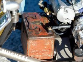 Ein alte Zigarrenkiste bietet der Batterie ein stilechtes Zuhause