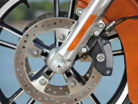 """Endlich taugen die was: In Verbindung mit dem neuen """"Reflex""""-Bremssystem ist die Verzögerungsanlage der Touring-Modelle nicht wiederzuerkennen … im positiven Sinne"""
