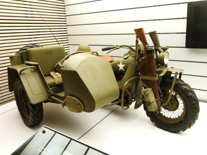 Die Militärsektion des neuen Harley-Museums: Eine XA mit Seitenwagen aus der Testabteilung von Harley, bezeichnet als XS. Wie bei BMW wurde das Seitenwagenrad ebenfalls angetrieben. Drei Prototypen sollen gebaut worden sein
