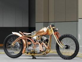 Bis auf wenige Teile wie Räder, Hinterrad-bremse und Motor ist das Bike ein komplet-ter Eigenbau