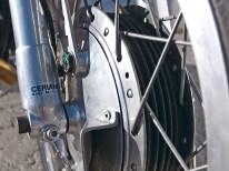 Klassisch bremsen: Zwangsbelüftete Trommelbremse in Ceriani-Gabel