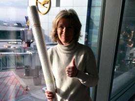 Die ziemlich große Leinwand transportierte Tatjana Nolze unbeschadet in der Flugzeugkabine nach Miami