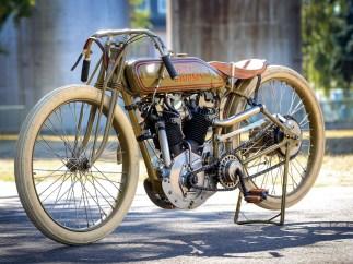Ein großer Motor, mit Fahrradtechnik umbaut – so muteten Boardtracker der 1910er Jahre an