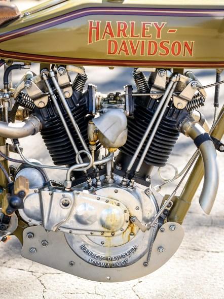 1916er Basismotor aus der Serie mit 8-Valve-Top-Ends