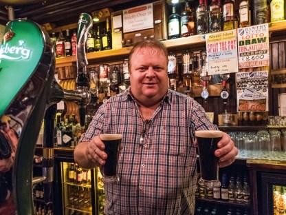 Die Pubs in Irland sind durchweg gemütlich und das heimische dunkle Stout fließt dort in Strömen