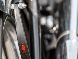 Nettes Detail: In die sichelförmigen Fenderstruts sind Leuchten eingelassen
