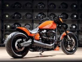 Von Thunderbike stammen das Heckteil, der Frontfender und der Spoiler, der den Ölkühler geschickt verdeckt