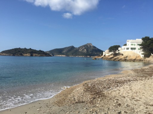 Sant Elm und die Insel Sa Dragonera im Hintergrund.