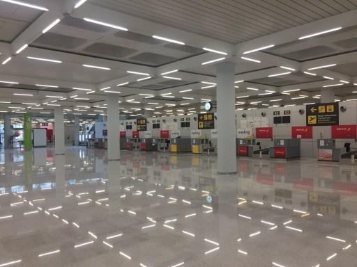Check-In Schalter im Abflugbereich des Palma Flughafens.