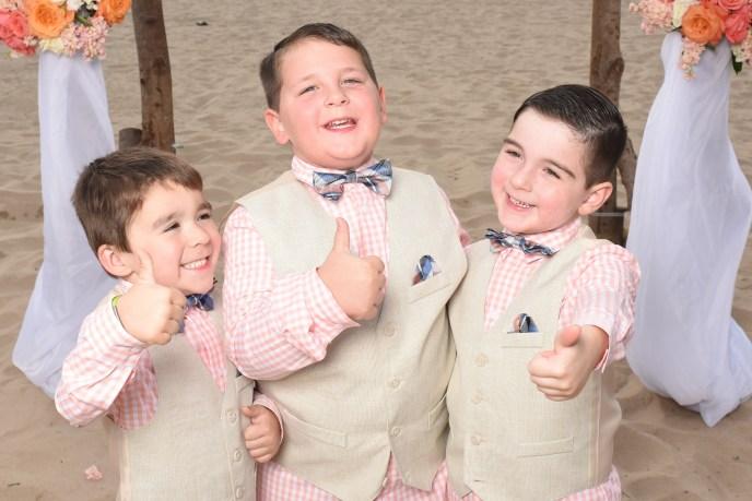 kids hamming it up at parents wedding