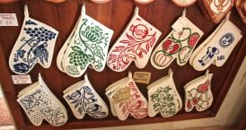 Hand printed oven gloves from the Marchi workshop