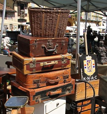 What's on in Italy - Milan's monthly canal side antiques market is full of treasures of every kind