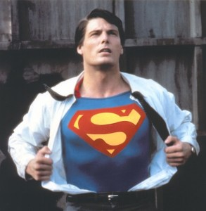 Clark Kent reveals his Superman costume - dreamdolove.com