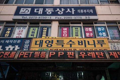 Zapadnutá ulica v centre Soulu