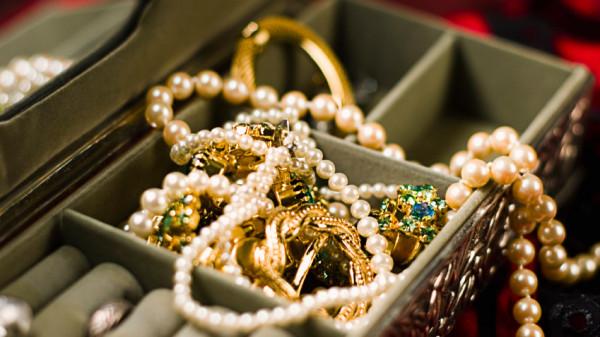 Imagini pentru bijuterii